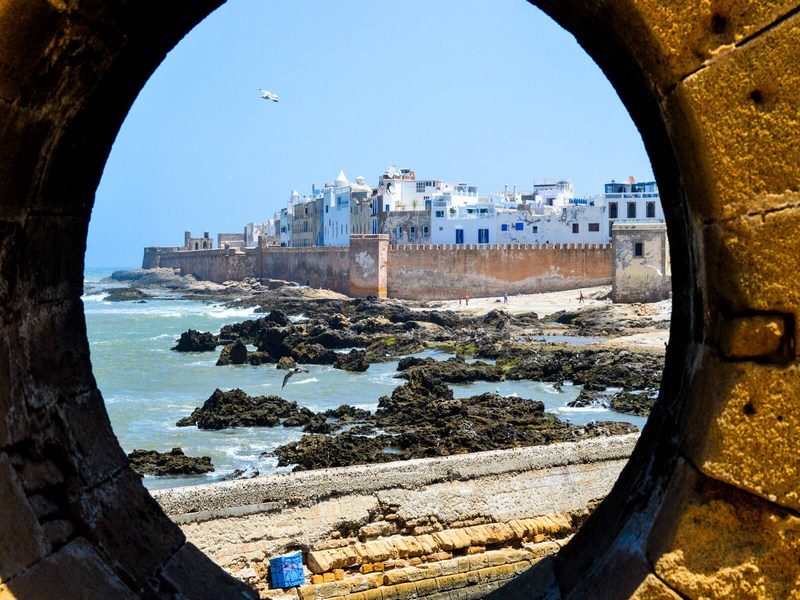 https://www.moroccodailytours.com/wp-content/uploads/2018/11/Essaouira-a-Game-of-Thrones-Filming-Locations-in-Morocco-Copier-2.jpg