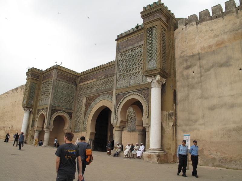 https://www.moroccodailytours.com/wp-content/uploads/2018/11/Meknes-porte-1.jpg