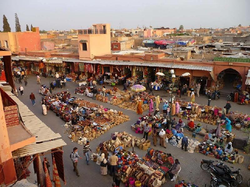 https://www.moroccodailytours.com/wp-content/uploads/2018/11/marrakech-souk-jamma-fna-1.jpg