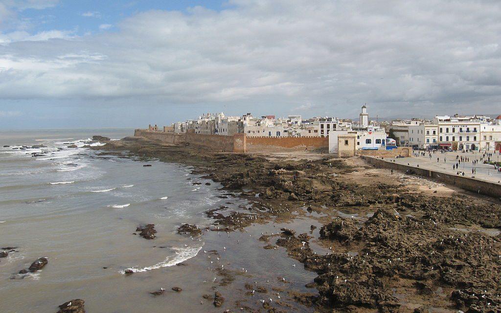 https://www.moroccodailytours.com/wp-content/uploads/2018/12/1024px-Ramparts_of_Essaouira-1024x640.jpg