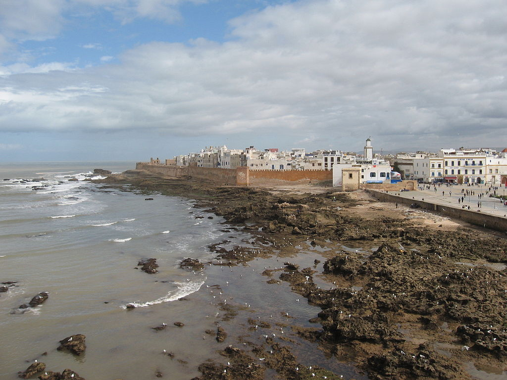 https://www.moroccodailytours.com/wp-content/uploads/2018/12/1024px-Ramparts_of_Essaouira.jpg