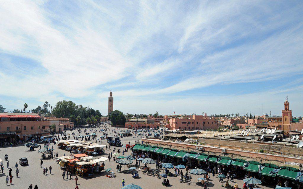 https://www.moroccodailytours.com/wp-content/uploads/2018/12/ville_marrakech_-_quartier_medina_024a_place_jamaa_fna_2010-03-01-Copier-1024x640.jpg